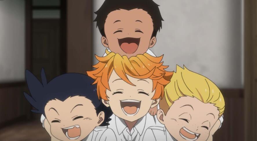 笑うエマと家族たち